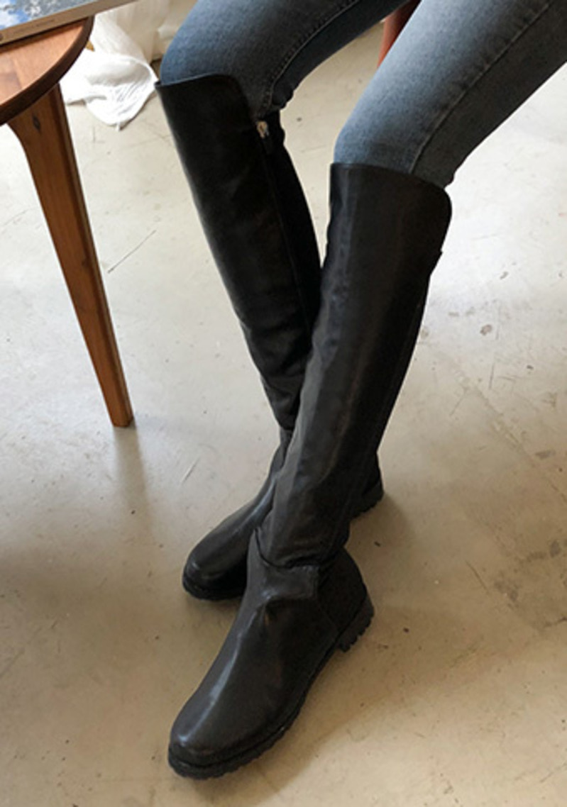 Meet Your Eyes Knee Boots
