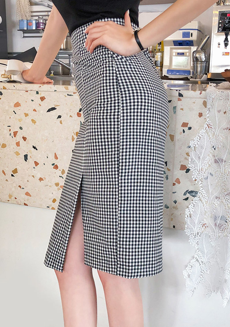 chess-player-check-pencil-skirt by chuu