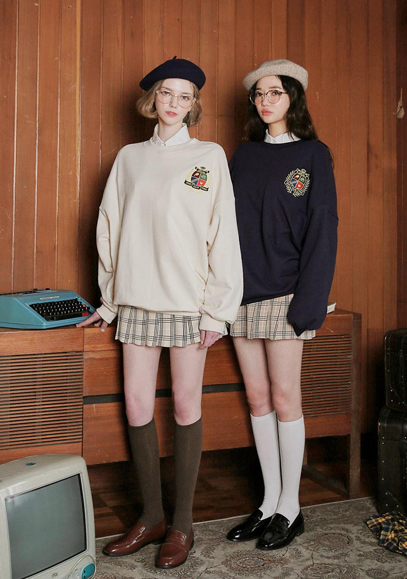 pingpong-club-crest-embroidery-sweatshirt by chuu