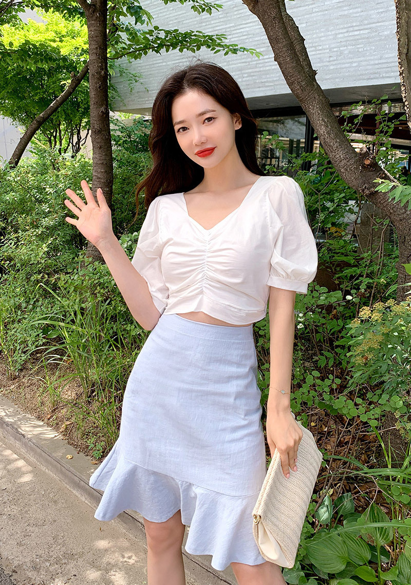 shirring-puff-shoulder-crop-blouse by chuu