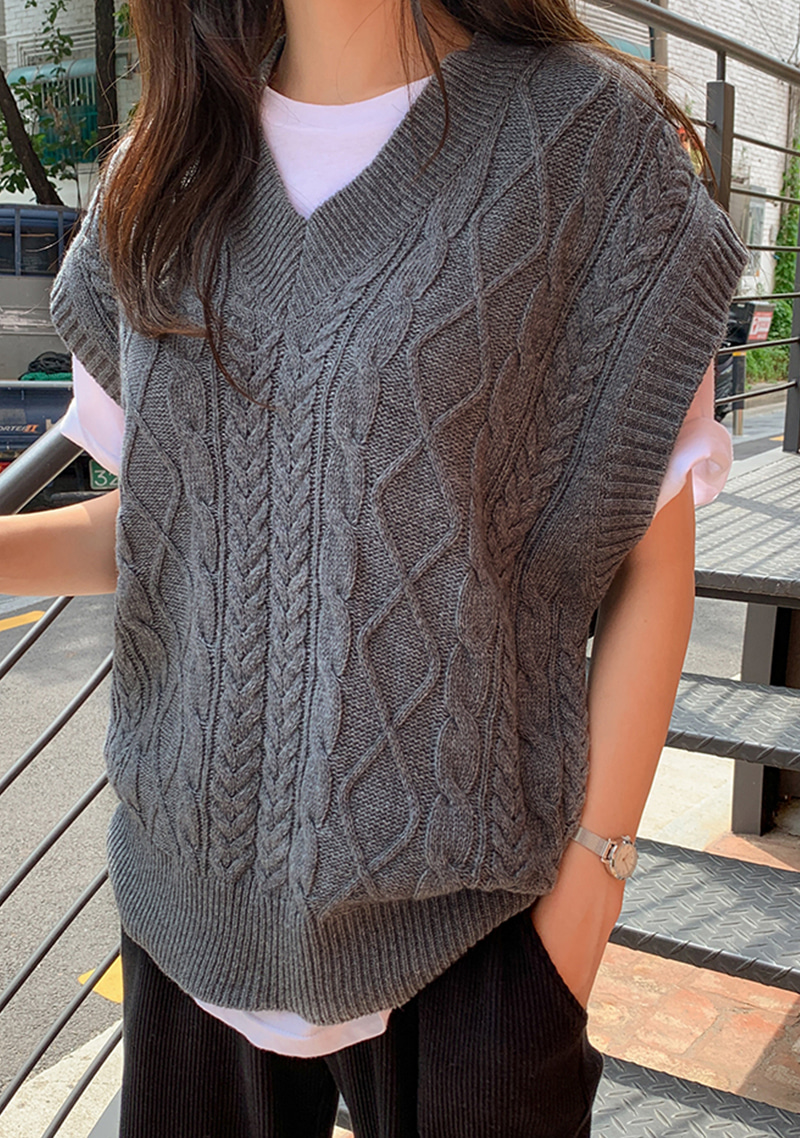 twisting-tonight-wool-knit-vest by chuu