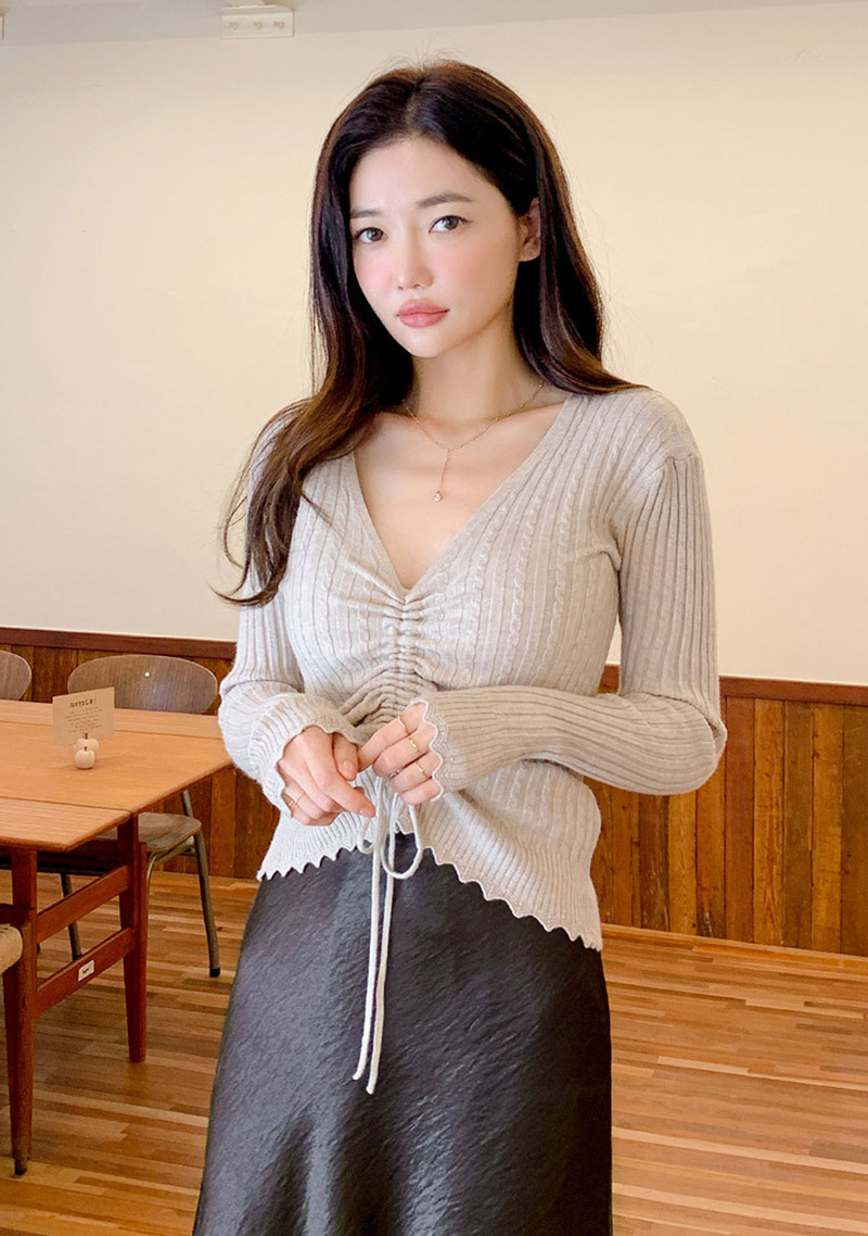 very-nice-shirring-v-neck-knit-top by chuu